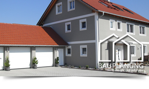 Zweifamilienhaus mit Garagen in Eichenried